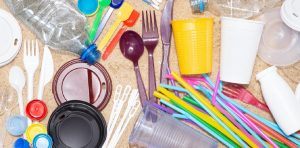 single-use packaging vs. reusable tableware