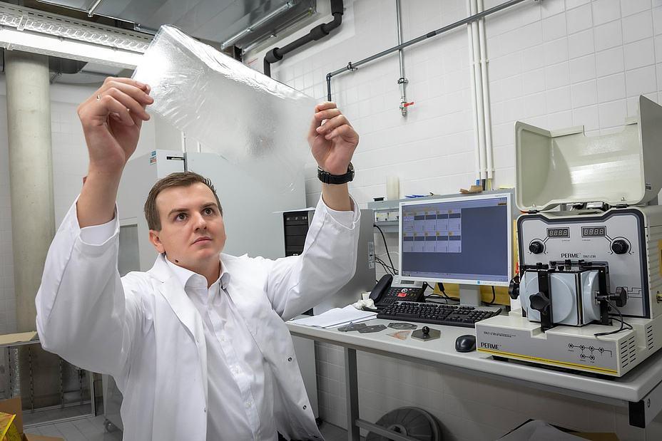 Samir Kopacic working on alternative packaging